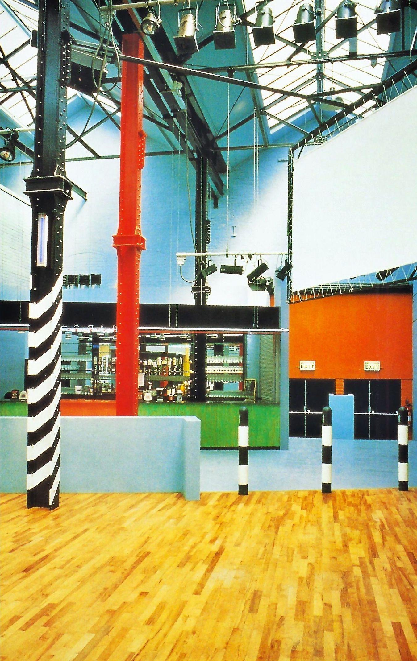 L'intérieur de l'Haçienda à Manchester en 1982.