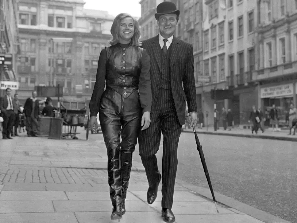 Let's go outside avec Steed et Cathy Gale, aka the late Honor Blackman.