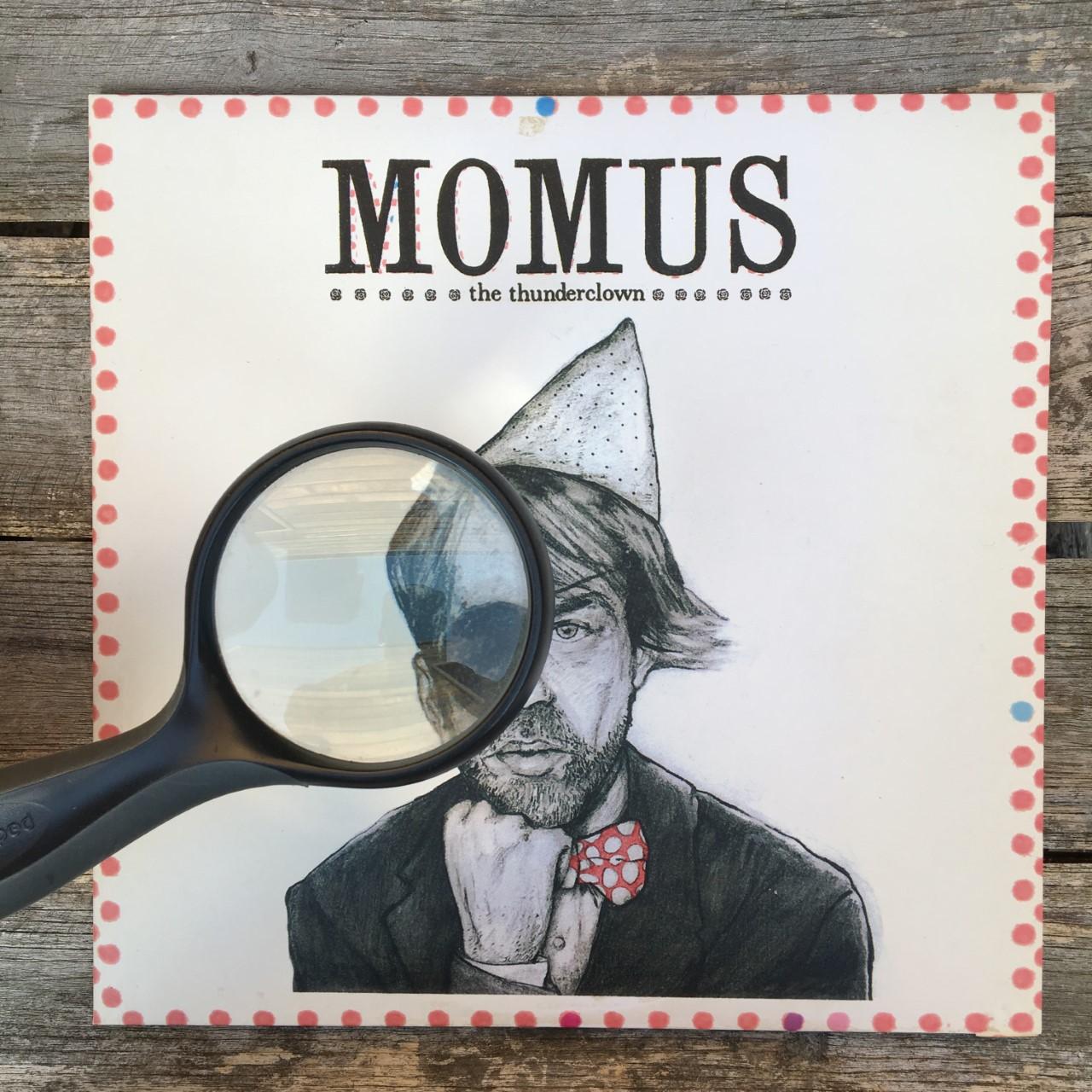 Momus, œil pour œil.