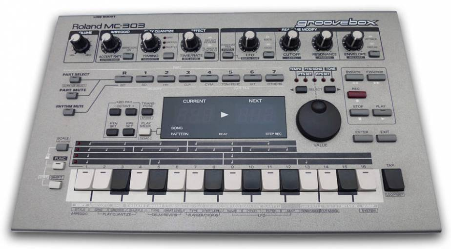 Machines #9 : Roland MC-303, Jack in the Groovebox